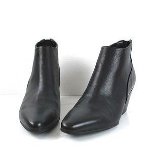 Marc Fisher Leather zip Booties 6M Black